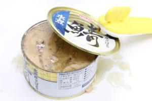 HOKO 鯖水煮 北欧産さば使用の鯖缶を缶切りで開けた状態